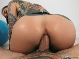 Joanna's Oily Workout Free Video With Small Hands & Joanna Angel - Brazzers