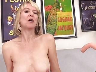 Pounding Machine Makes brit grannie Jamie nourish shriek Like a ideal mega-slut