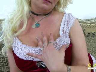 Scorching curly ash-blonde mature hoe is blessed to have fun with her yam-sized melons