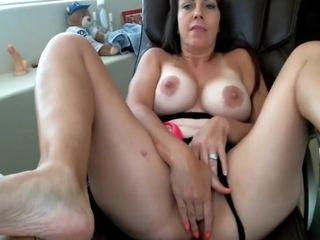Mature with great areolas in webcam show