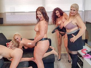 These 5 senior and youthfull lesbos have a soiree of their own