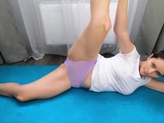 Amater gymnast pisses in panties, wet mat - CatherineRain