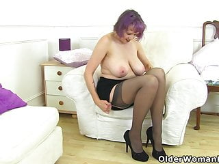 Busty and British milf Lulu Lush rubs her juicy fanny