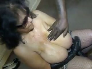 This amateur granny whore takes cumshots from a bunch of men