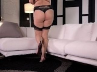 """""""Curvy ass & sexy feet of Nikky Dream make foot fetishists get off instantly"""""""