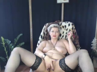 The good mom is a naked mom with her legs spread! )) Spread your buttocks too, you slutty bitch!